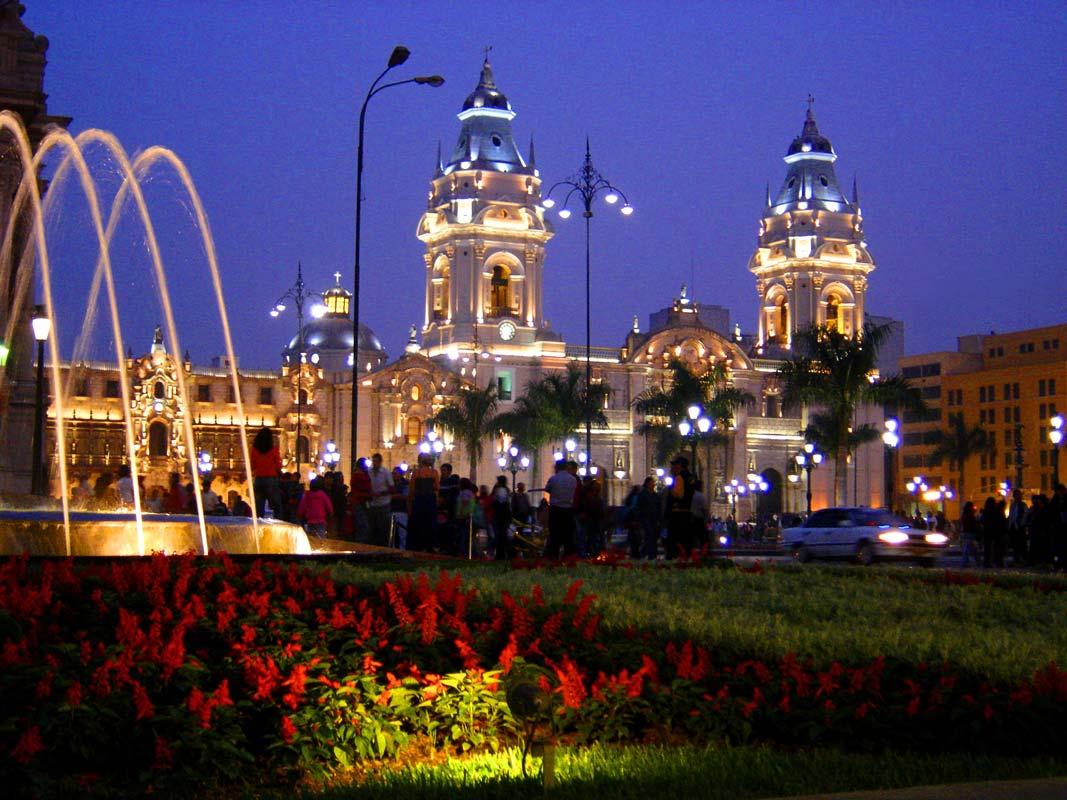 Lima de Noche-Peru
