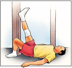 Posición supina en la pared, estiramiento del ligamento de la corva